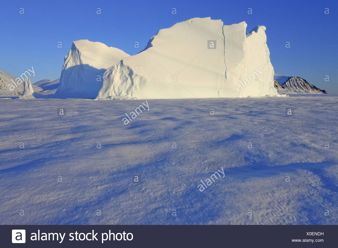 North America, Canada, Nordkanada, Nunavut, Baffin Iceland, Pond, Inlet, Eclipse sound, pack ice, iceberg, - Stock Image