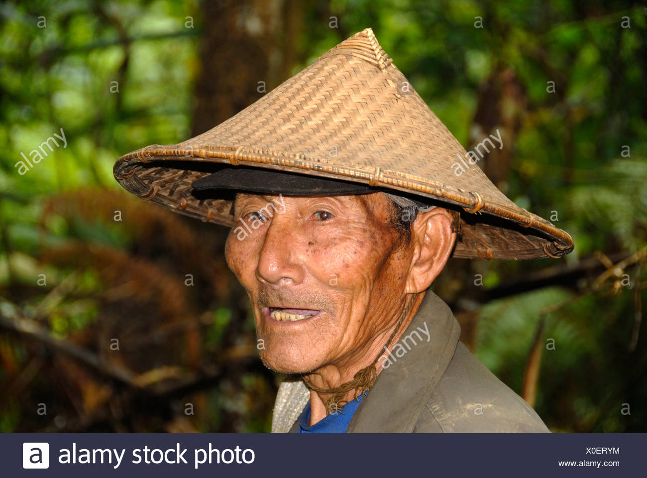 Portrait of an old man wearing a typical rice hat of the Phunoy tribe 1f71f7b947c