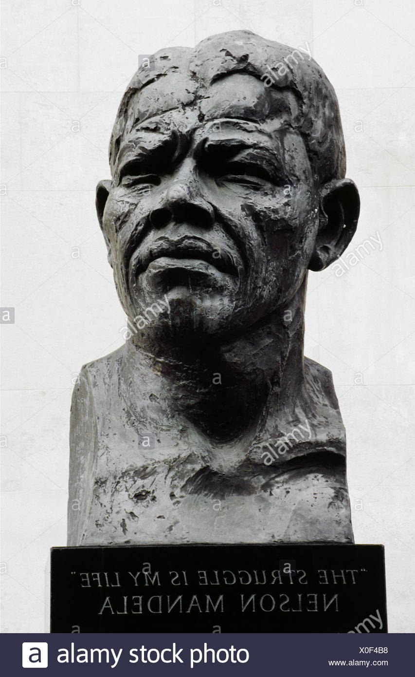 Mandela, Nelson, 18.7.1918 - 5.12.2013, South African politician (ANC), portrait, stone bust, London, Additional-Rights-Clearances-NA - Stock Image