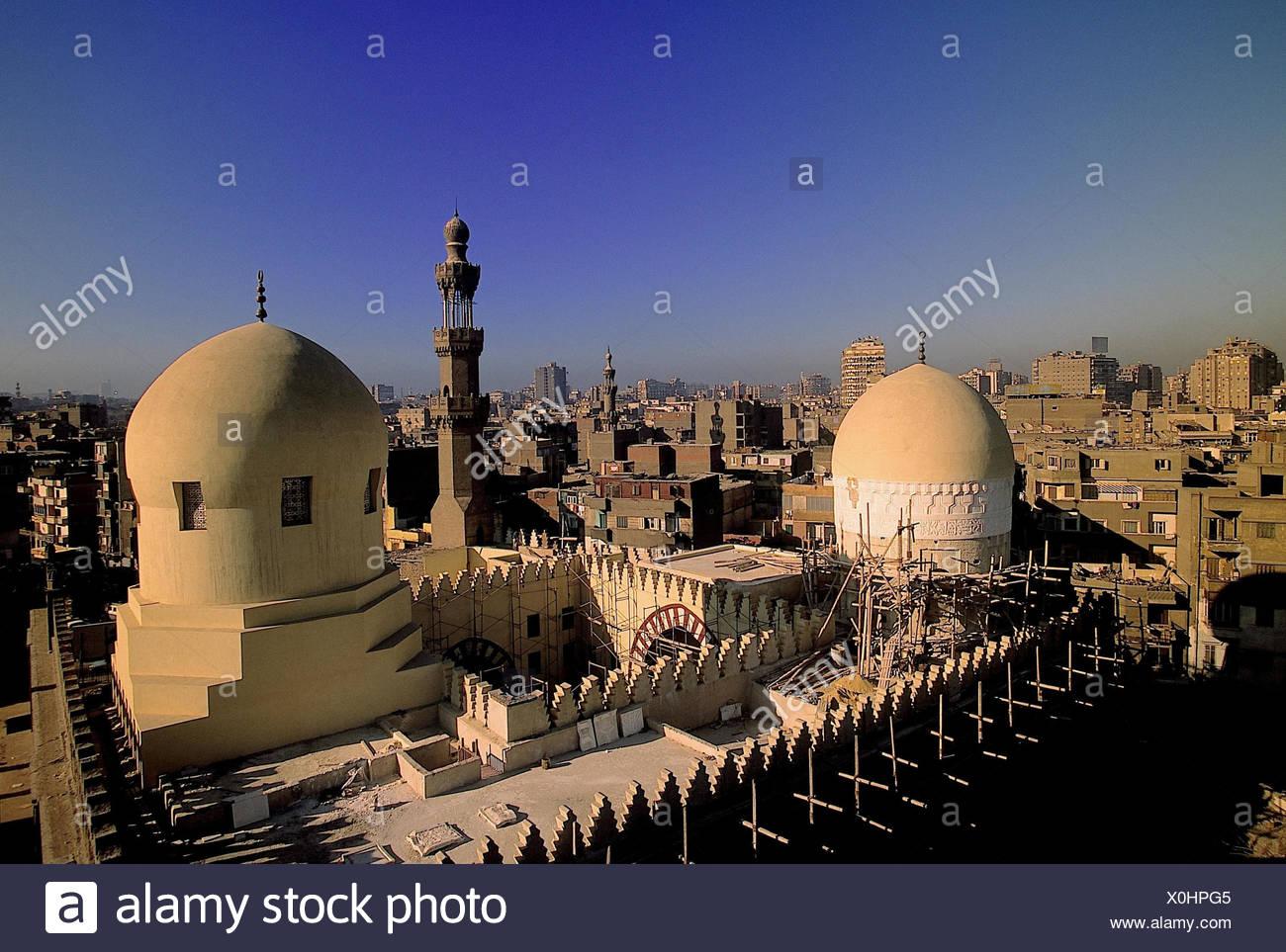 Ägypten, Kairo, Stadtansicht,   Ibn-Tulun-Moschee, Abendlicht  Stadtübersicht, Moschee, Bauwerk, Sehenswürdigkeit, Baustelle, Bauarbeiten - Stock Image