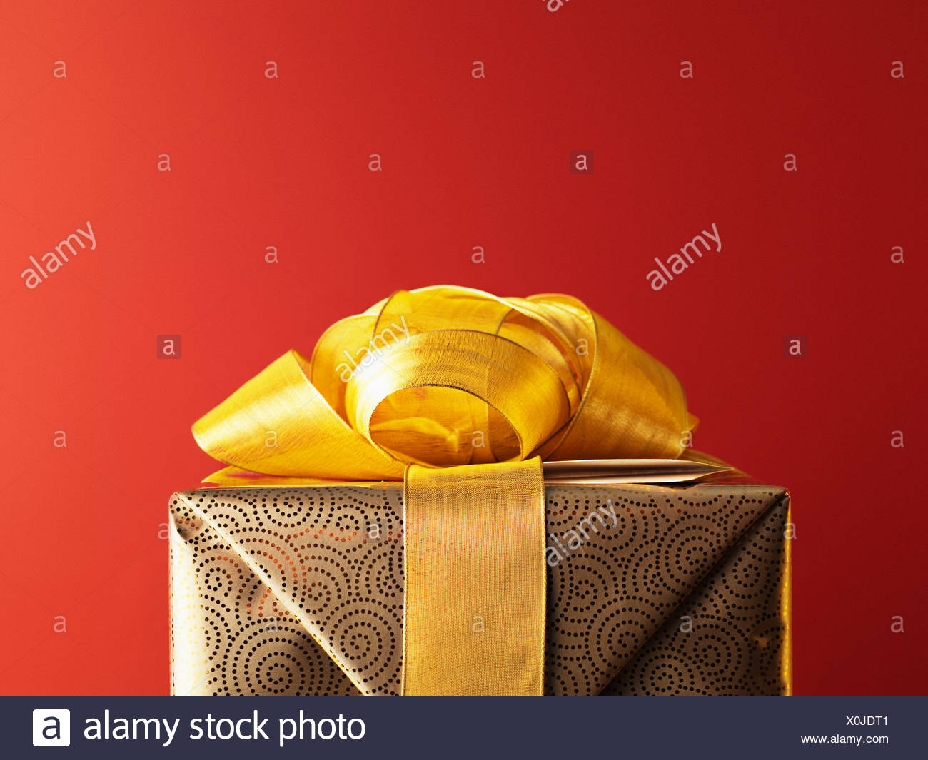 Christmas gift with gold ribbon - Stock Image