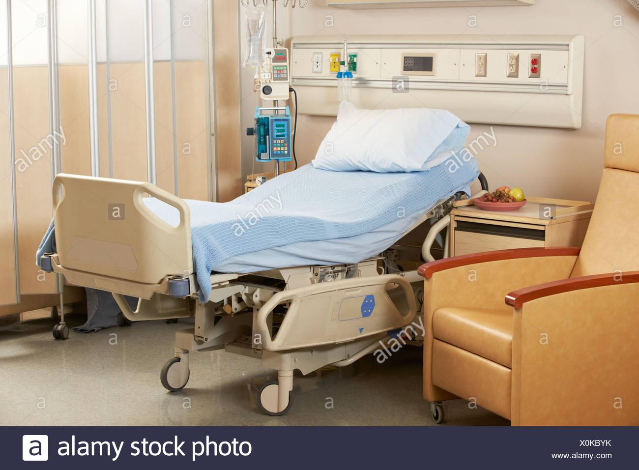 Empty Bed On Hospital Ward - Stock Image
