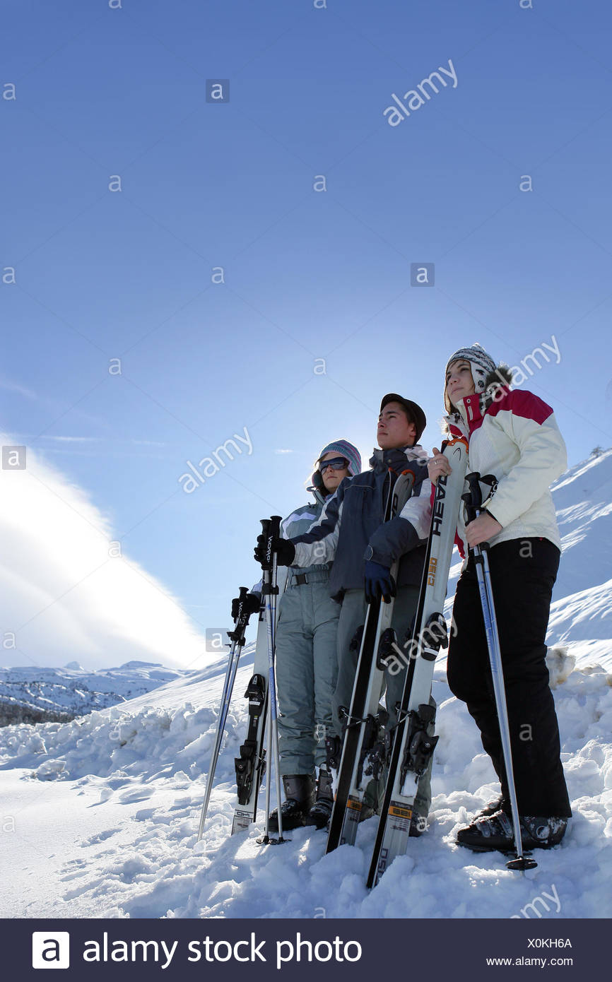 profile woman women friendship ski skiing skiers young younger sunglasses sunglass outdoors friends man partners wearing a - Stock Image