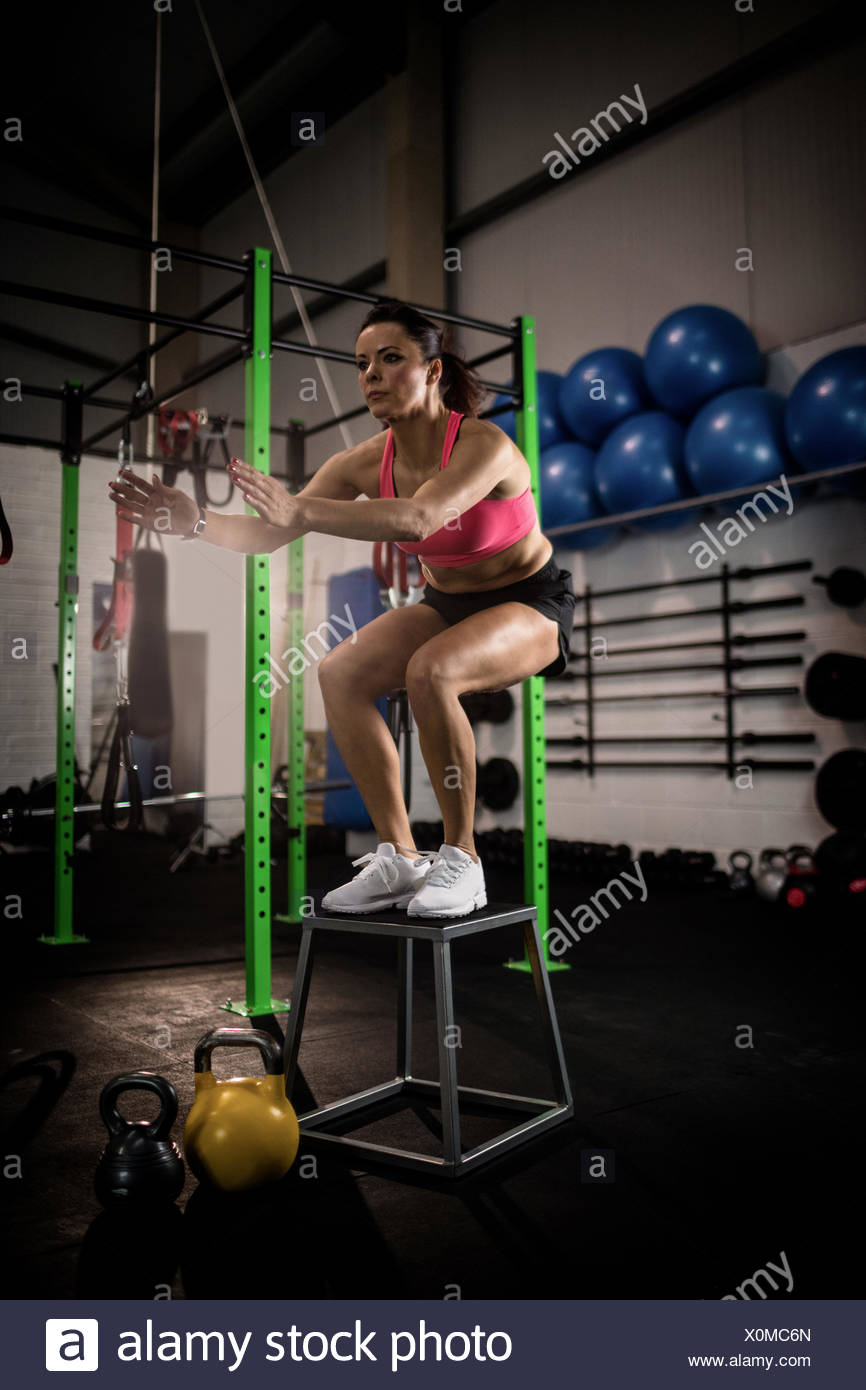 Woman performing a crossfit exercise - Stock Image