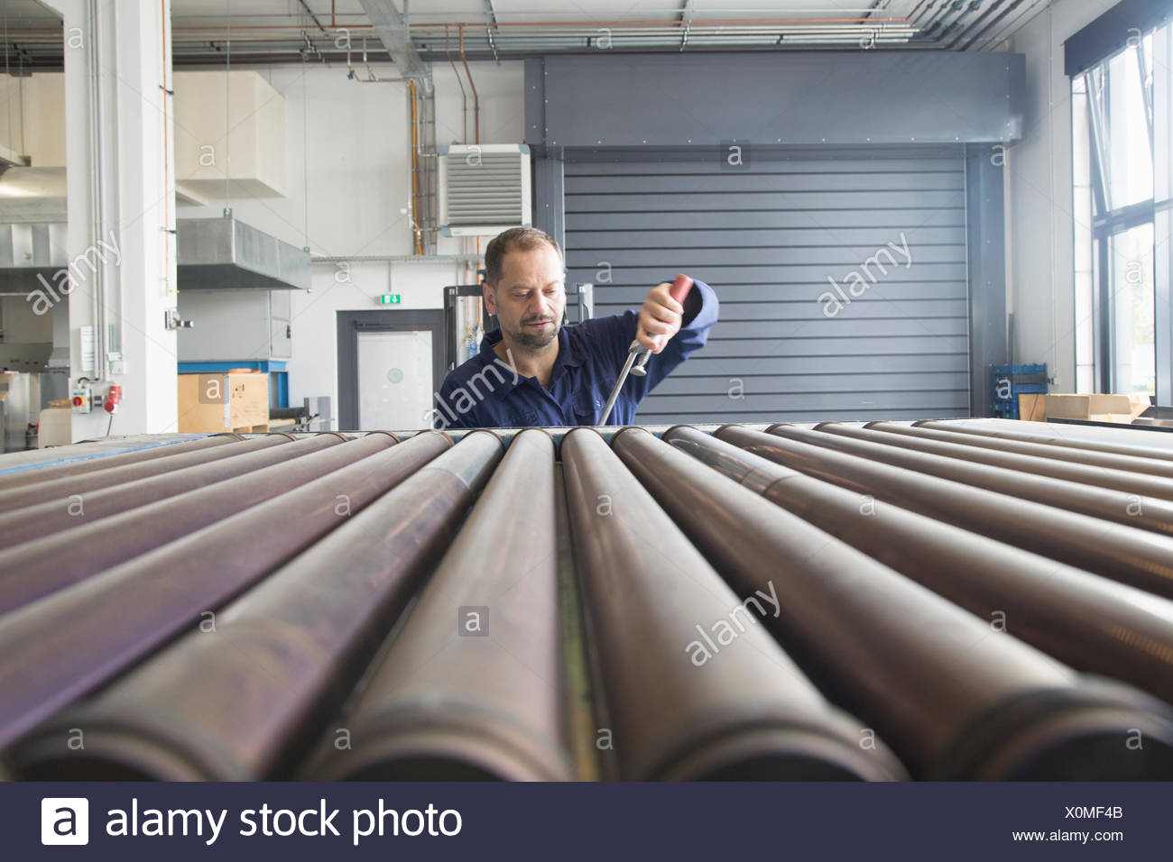 Worker in industrial plant - Stock Image