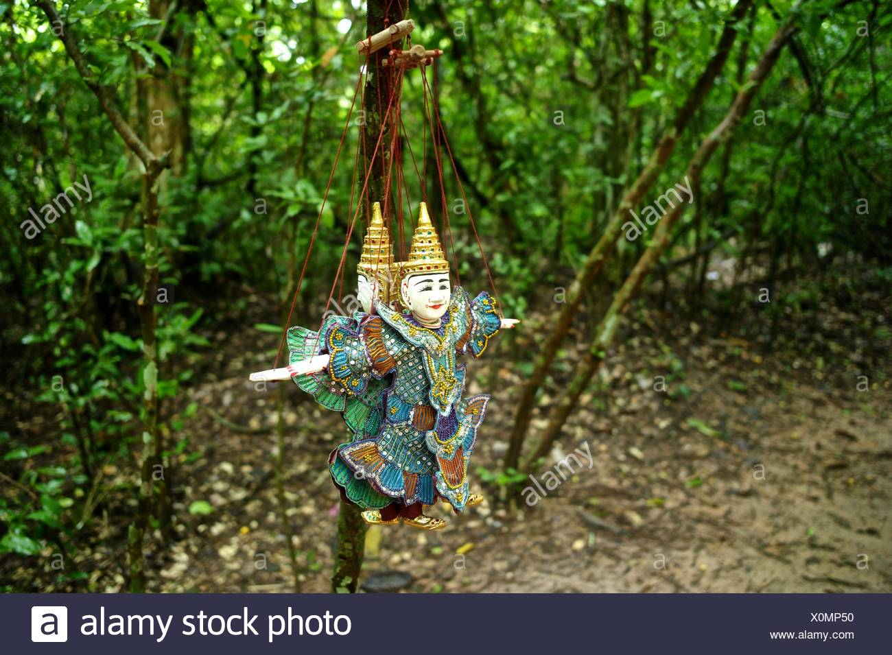 Traditional Khmer puppets at the entrance of the ancient ruins of Ta Prohm Temple. - Stock Image