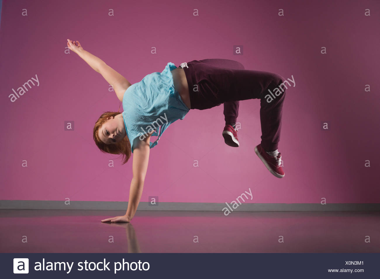 Pretty break dancer doing a handstand - Stock Image