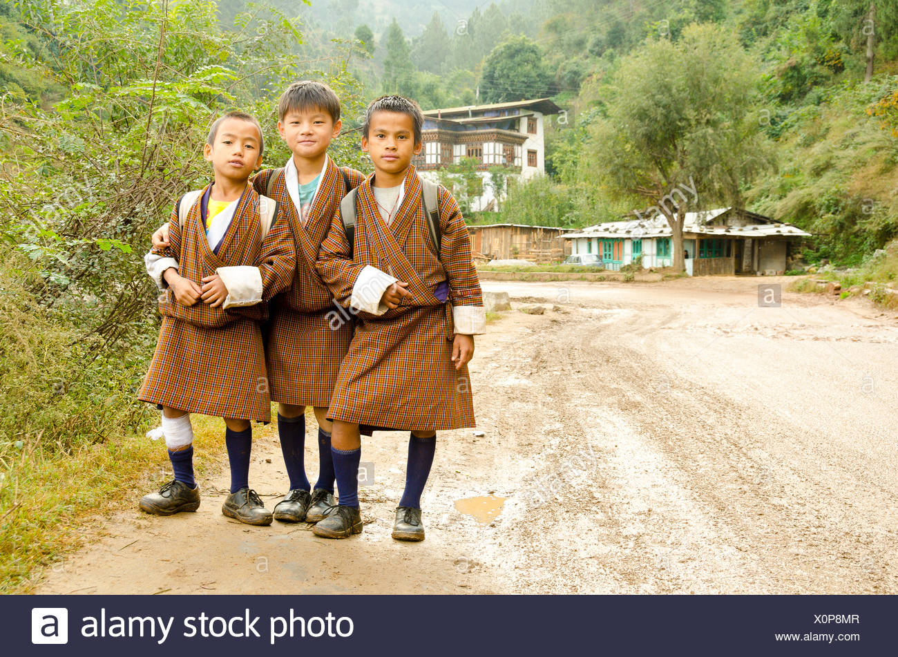 Bhutanese schoolboys in traditional dress - Stock Image