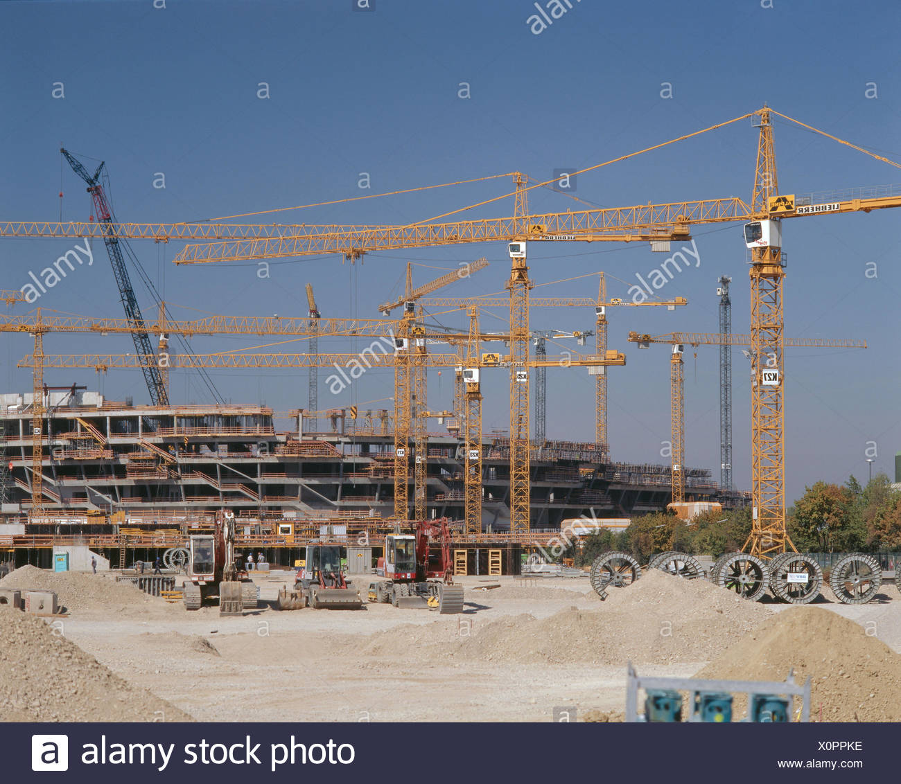 Germany, Bavaria, Munich, Fröttmaning, alliance arena, construction site, no property release, Europe, Upper Bavaria, men at work, football stadium, sports arena, football arena, construction phase, shell, cranes, football clubs, in 1860 Munich, Bavaria M - Stock Image
