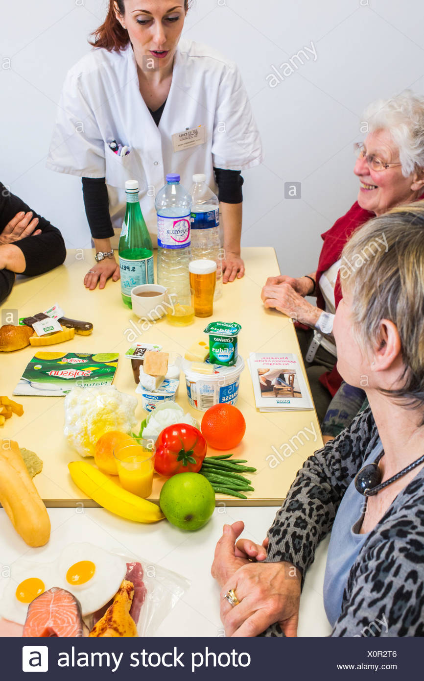 Dietician leading a workshop and therapeutic nutrition education in patients with osteoporosis. Bordeaux hospital, France. - Stock Image
