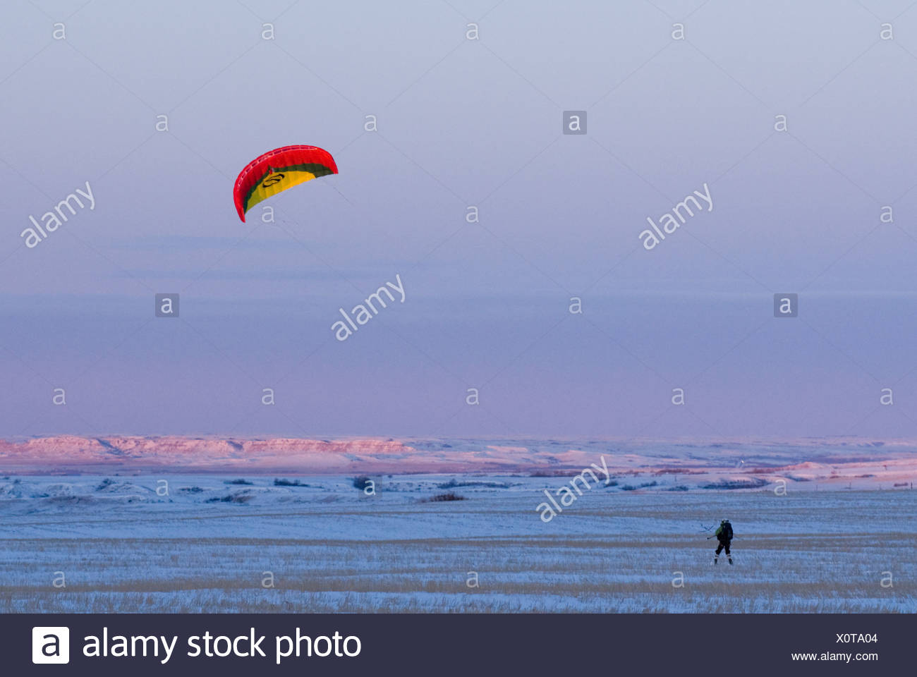 Snowkiting in North Dakota with the last light of day during the 2XtM expedition. - Stock Image