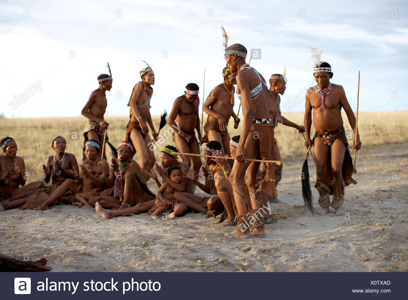 Bushmen by campfire - Stock Image
