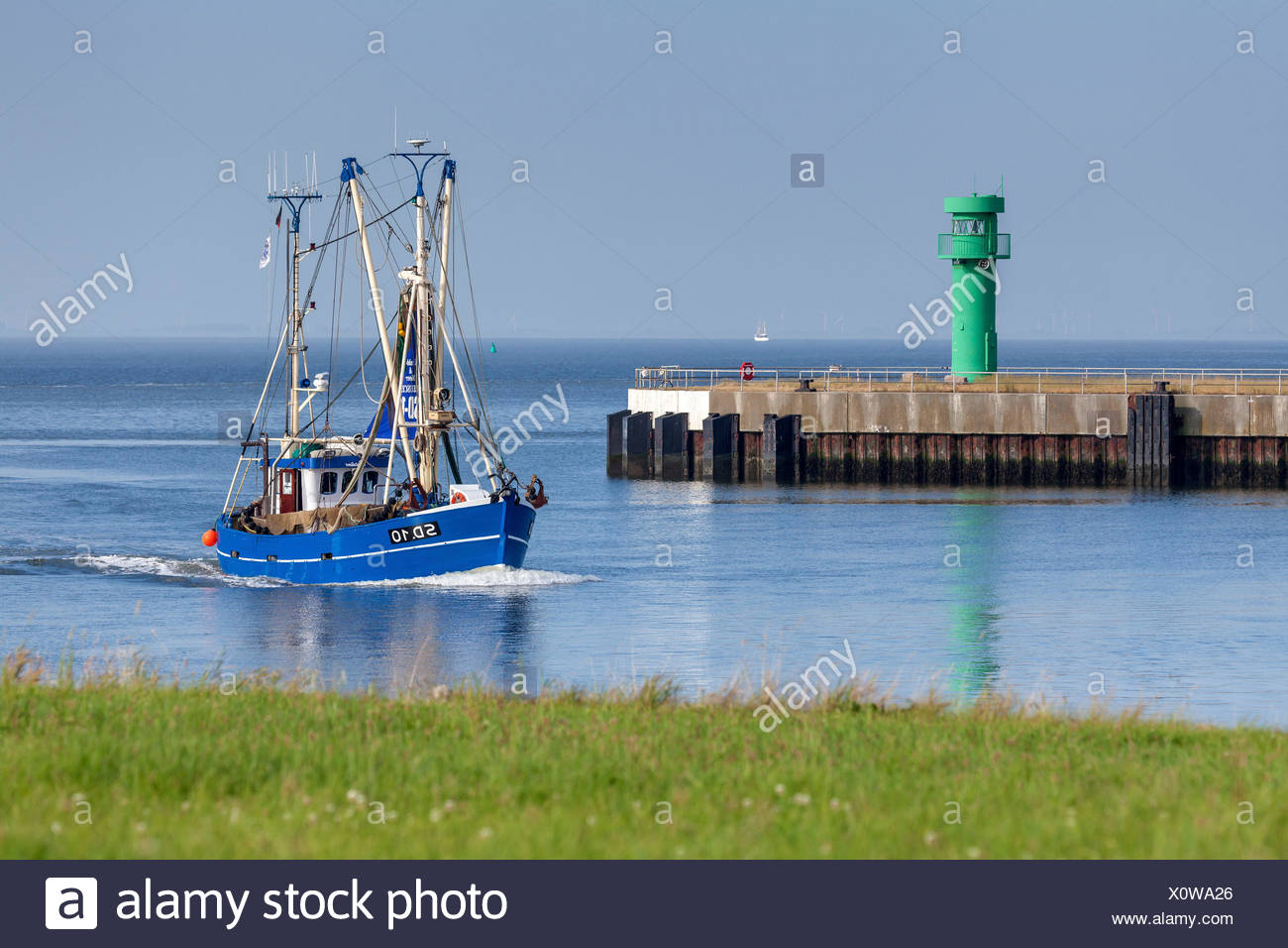 Crab cutters with the port entrance, Büsum, Ditmarsh, Schleswig - Holstein, North Germany, Germany - Stock Image