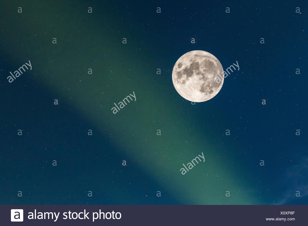 Vollmond mit Sternenhimmel und Nordlicht, Norwegen, Troms, Senja   full moon with starry sky and polar light, Norway, Troms, Sen - Stock Image