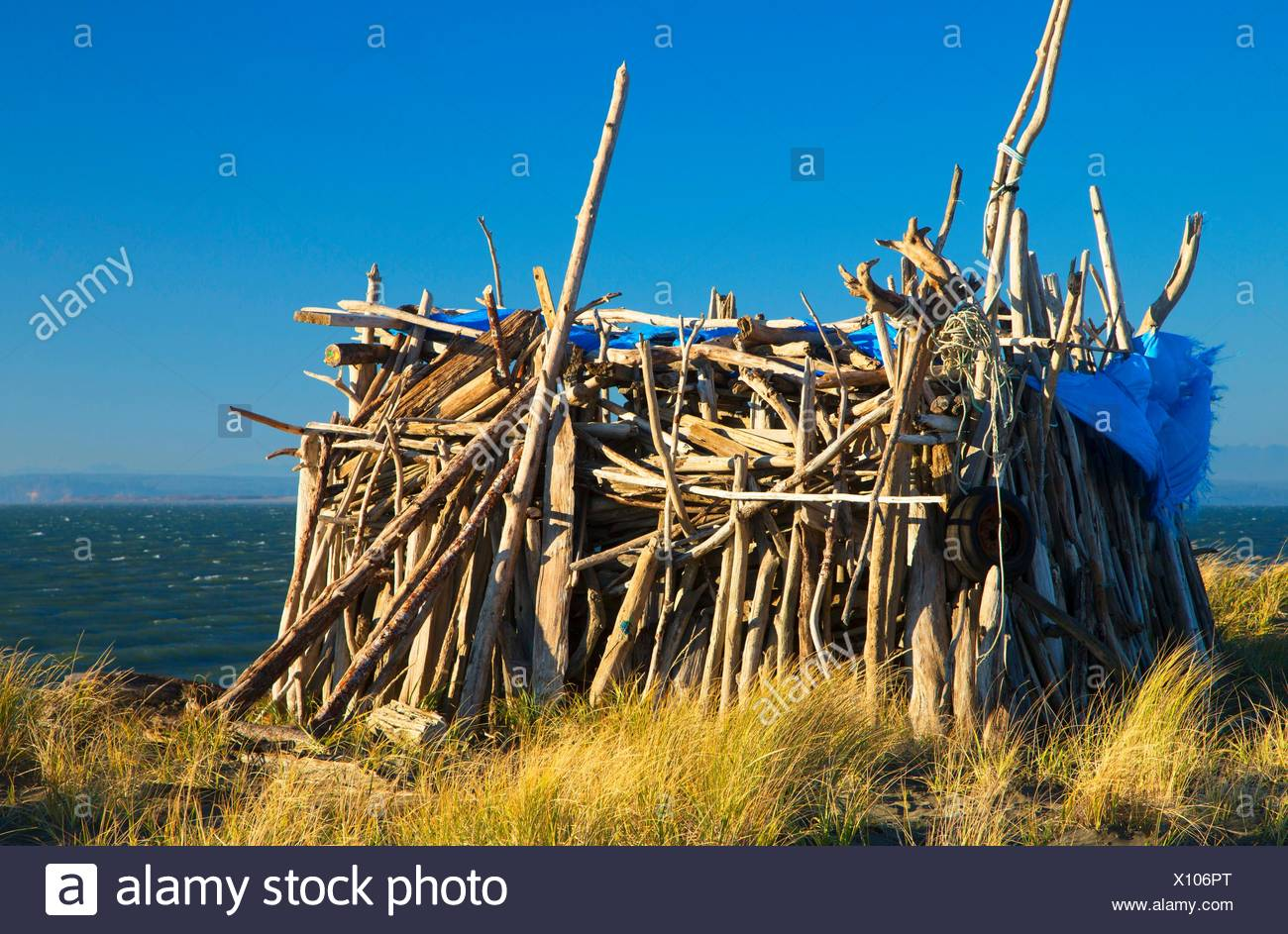 Beach shelter, Damon Point State Park, Washington. - Stock Image