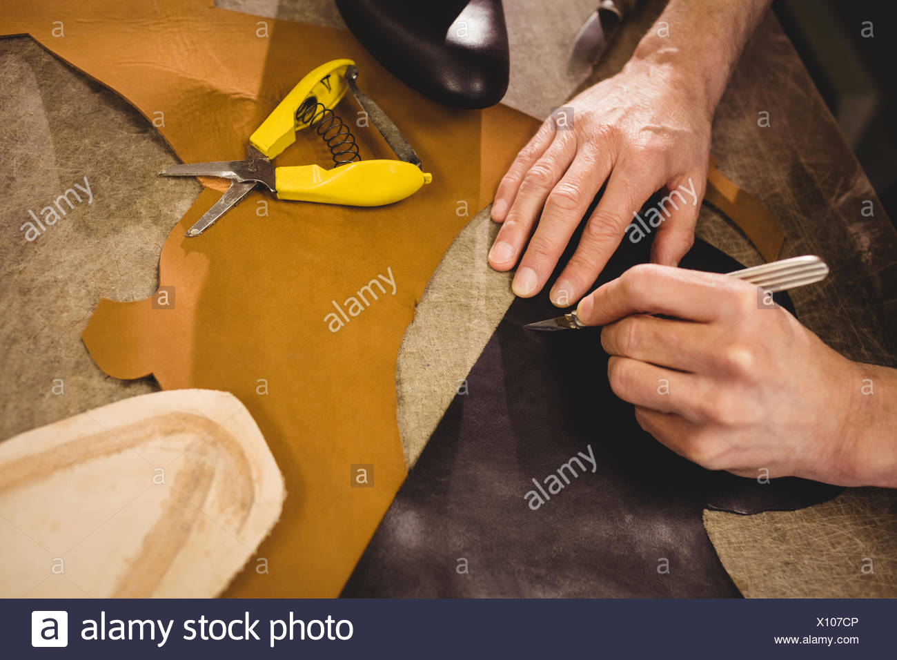 High angle view of hands with blade - Stock Image