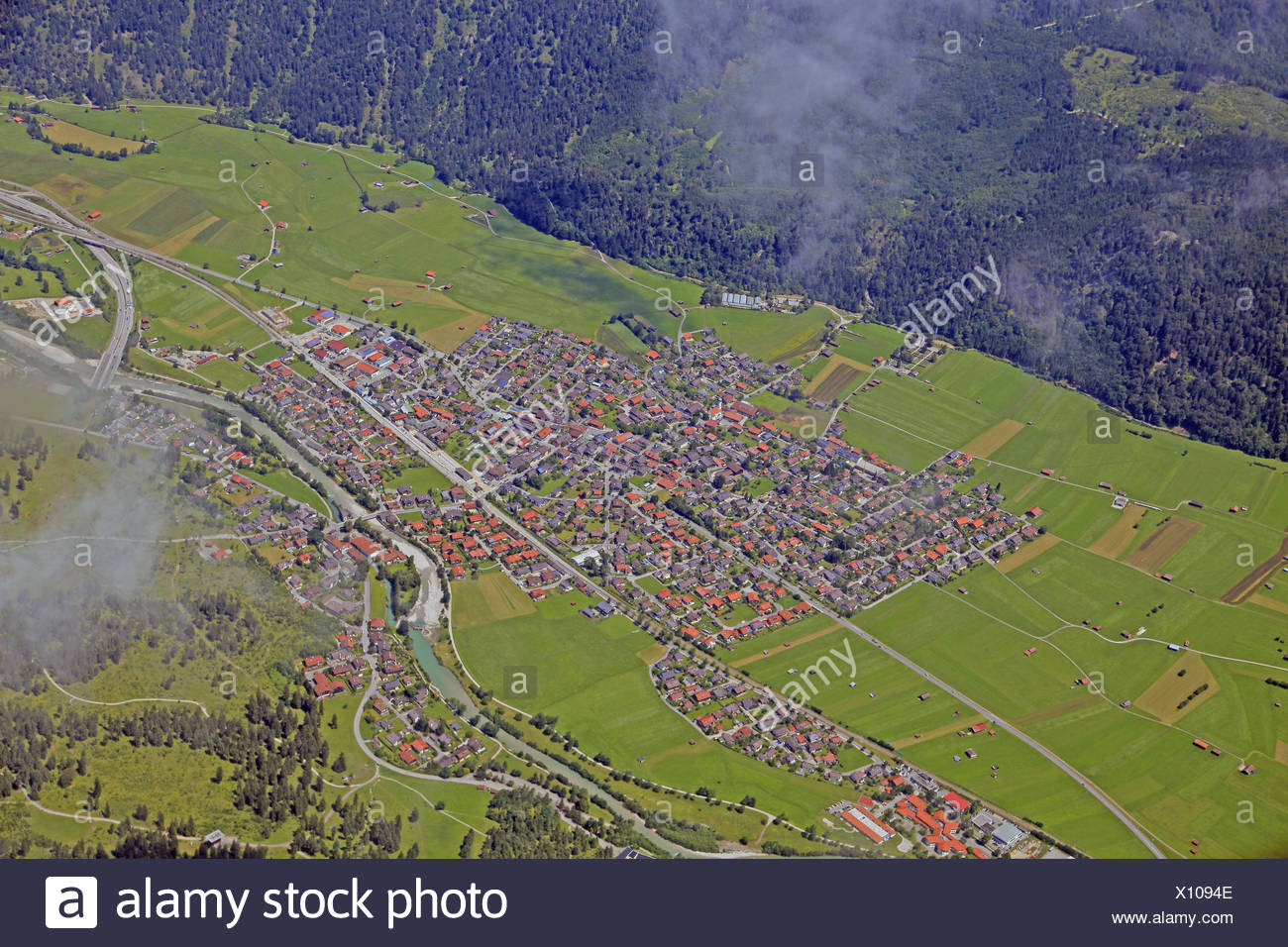 Germany, Upper Bavaria, Farchant, aerial shots, aerial picture, Bavaria, in Bavarian, groups trees, agrarian country, federal highway, ways, pastureland, barn, hay barn, farm, court groups, scenery, man-made landscape, aerial health resort, houses, roofs, - Stock Image