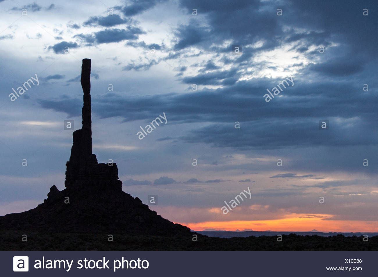Silhouette of built structure at sunset - Stock Image