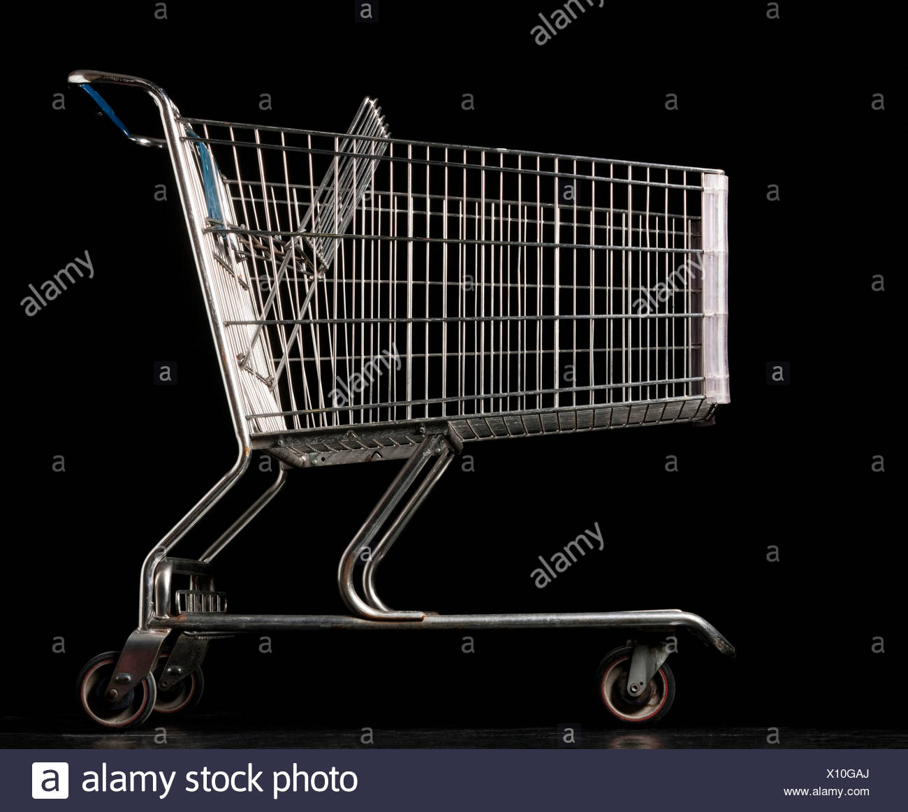 Shopping cart, side view - Stock Image