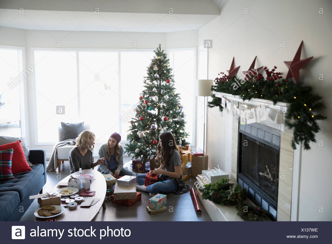 Simple Paper Christmas Tree Stock Photos & Simple Paper Christmas ...