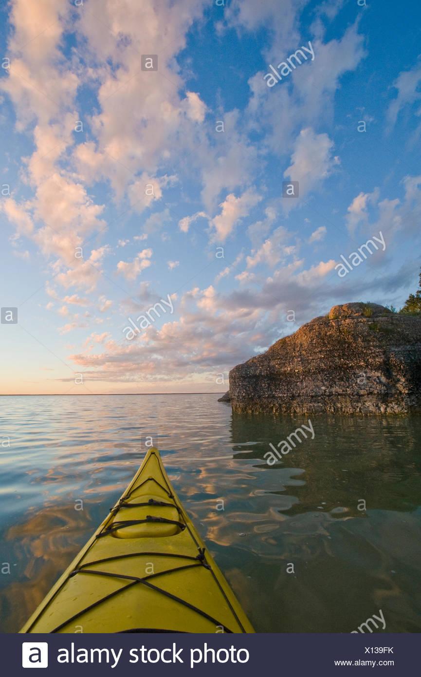 kayaking along limestone cliffs, Steep Rock, along Lake Manitoba, Manitoba, Canada - Stock Image