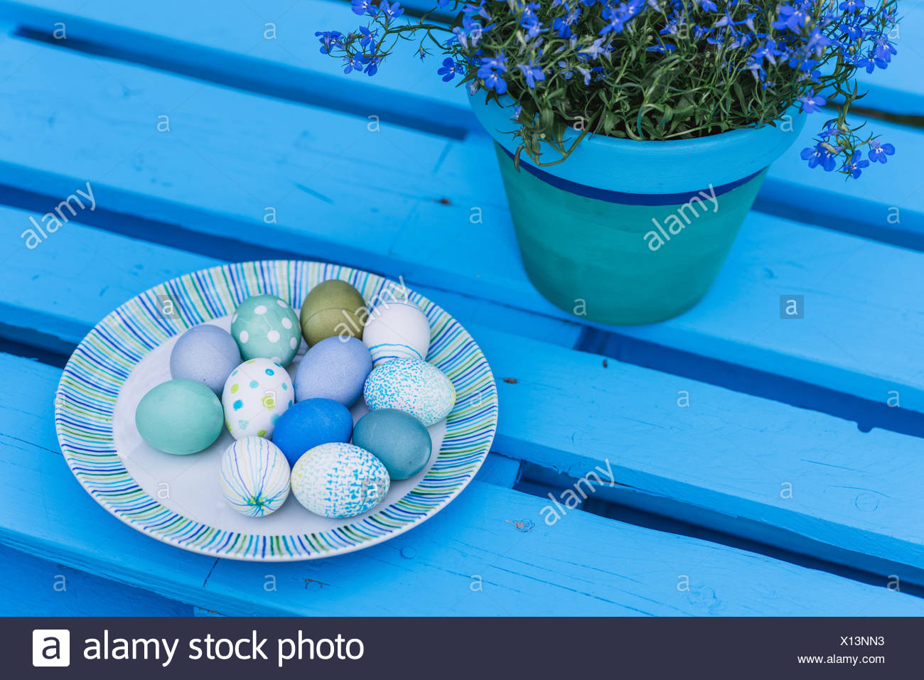 Garden, pallets, Easter decoration, eggs, flowers, detail, - Stock Image