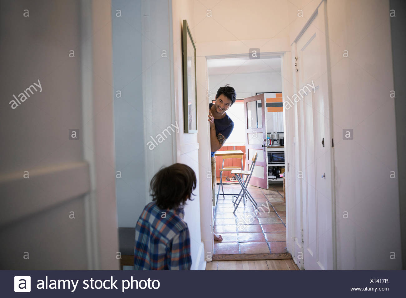 Father and son playing hide and seek - Stock Image