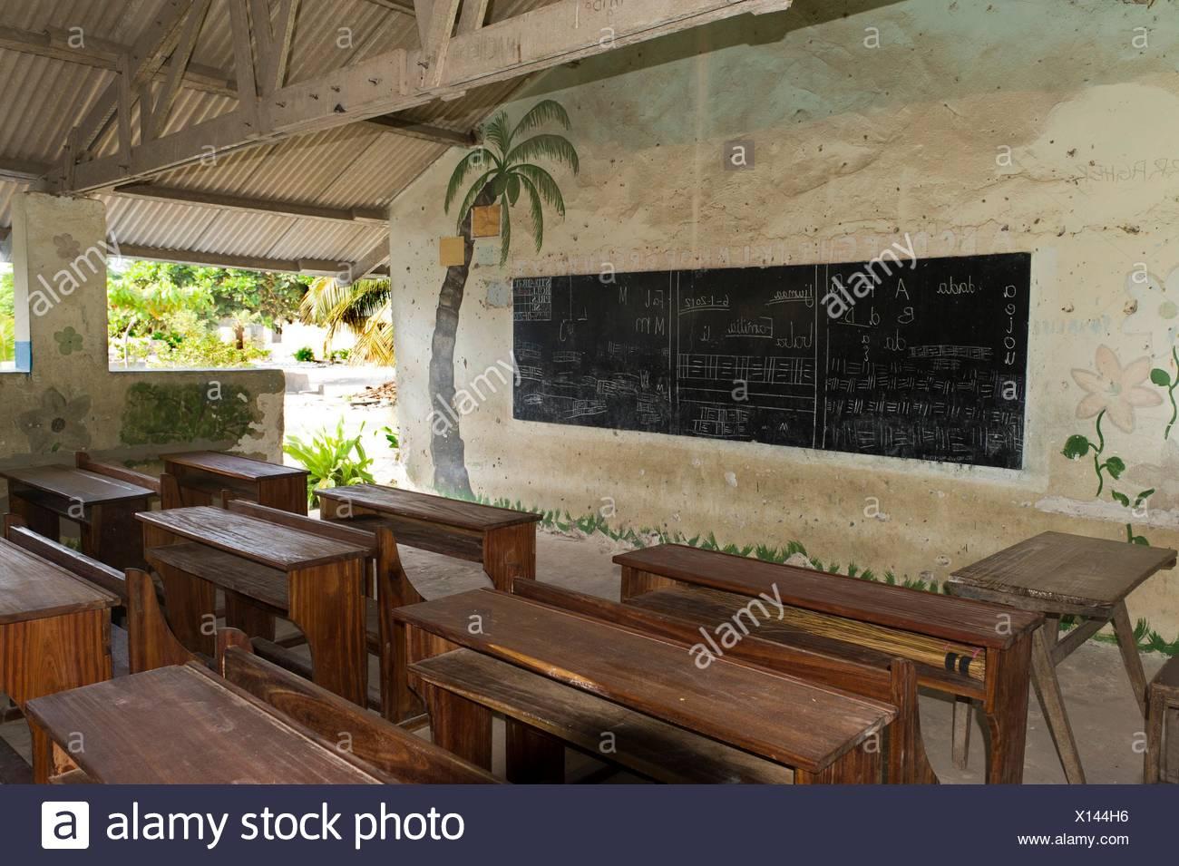 Dorf,Schule (Einrichtung),Grundschule,Pädagogik,Bildung,Bildungseinrichtung,Klassenzimmer,Afrika,Ostafrika,Tansania,Sansibar,Bwe - Stock Image