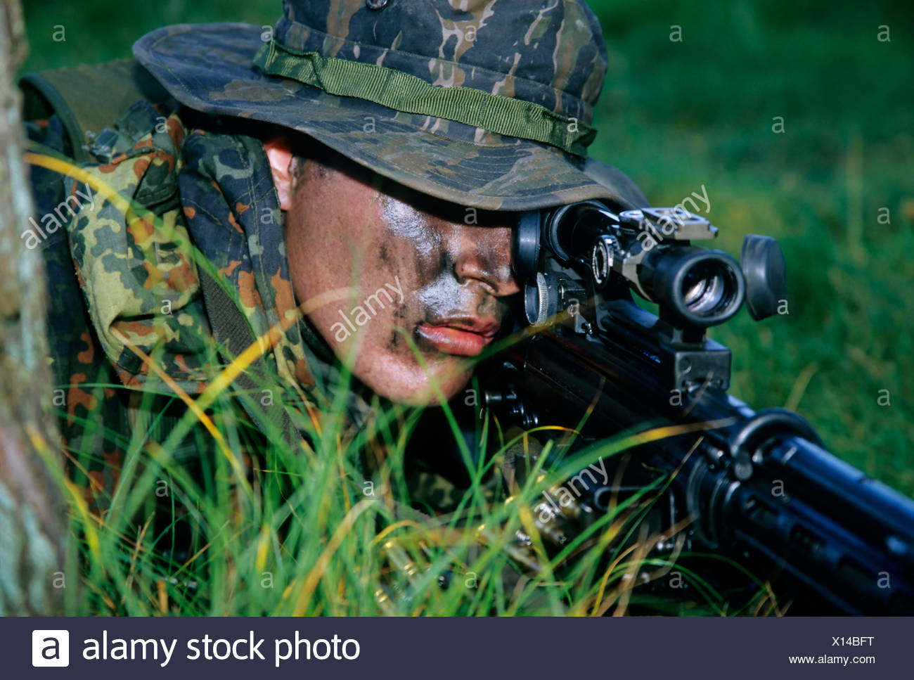 Soldier of the German special forces Kampfschwimmerkompanie in training, sniper with gun G 3 and telescopic sight, camouflage - Stock Image