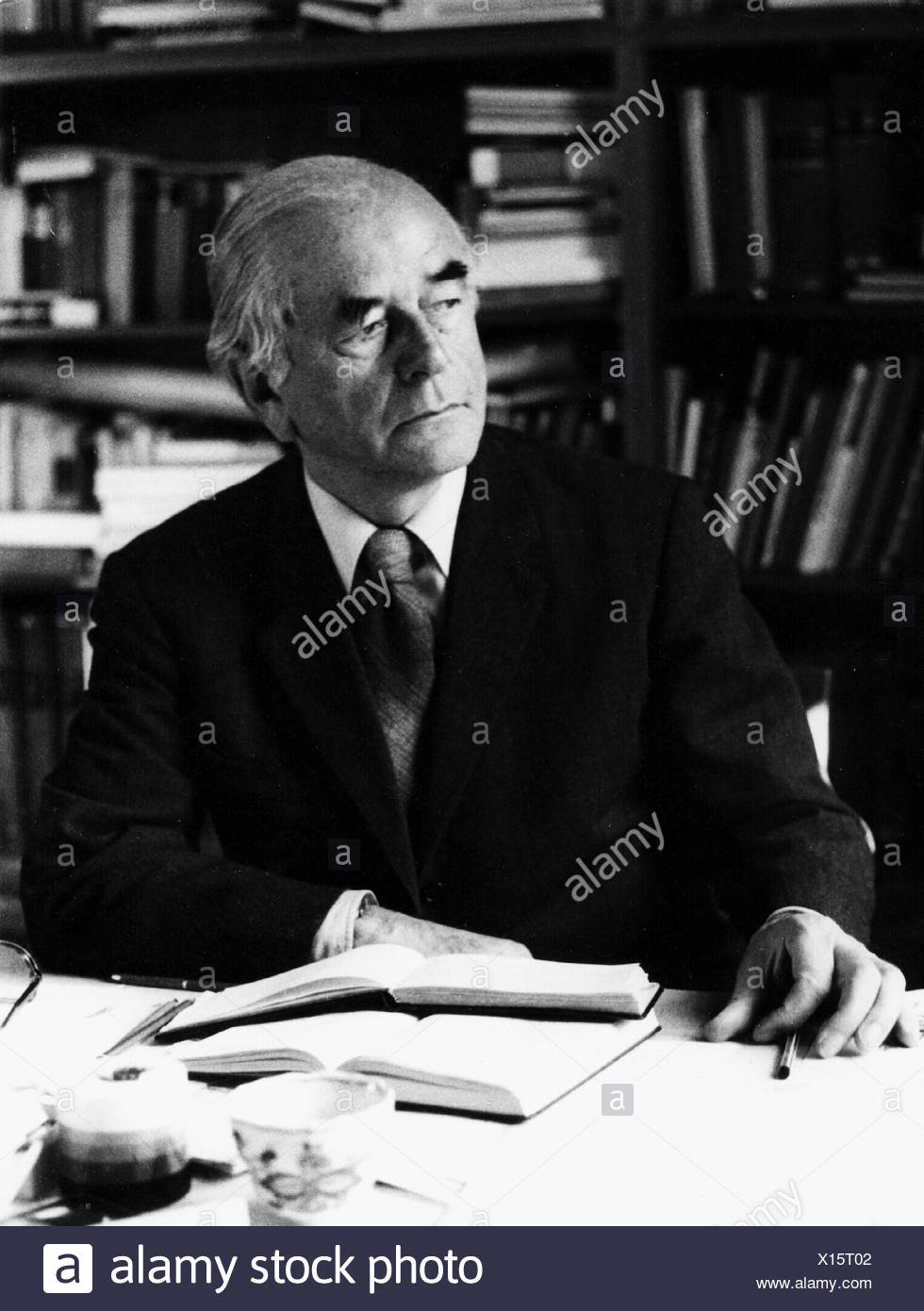 Speer, Albert, 19.3.1905 - 1.9.1981, German architect, politician (NSDAP), Minister of Armaments and War Production in Nazi Germany 1942 - 1945, half length, sitting at desk, half length, 1970s, , Additional-Rights-Clearances-NA - Stock Image