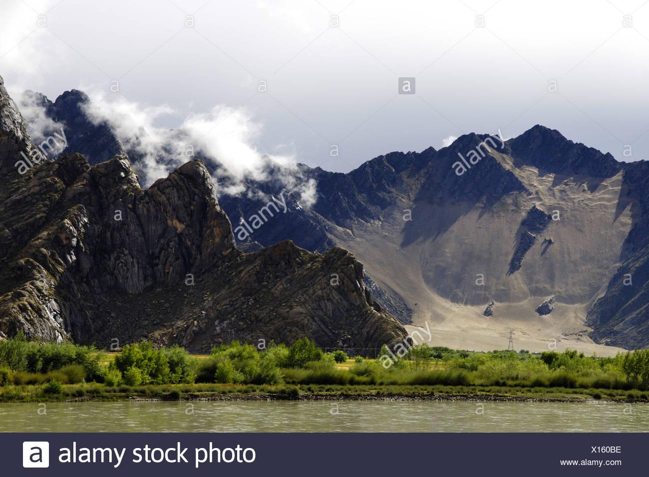 Mountain scape, Brahmaputra River, Lhasa, Tibet, Asia - Stock Image