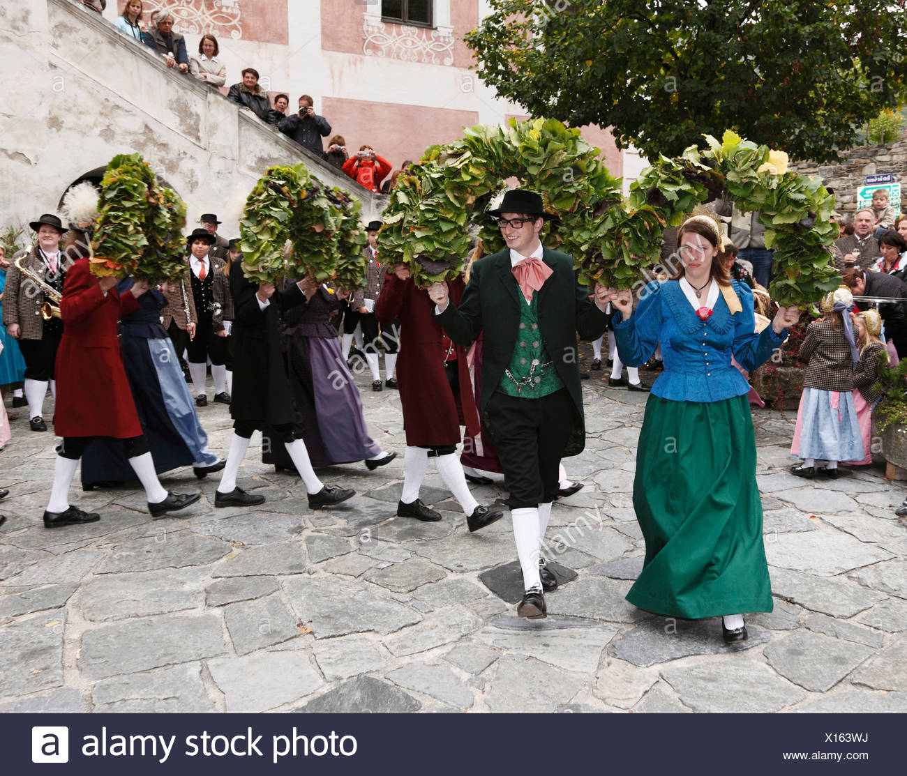 Folk dancers at the Thanksgiving Festival, Spitz, Wachau, Waldviertel, Forest Quarter, Lower Austria, Austria, Europe - Stock Image