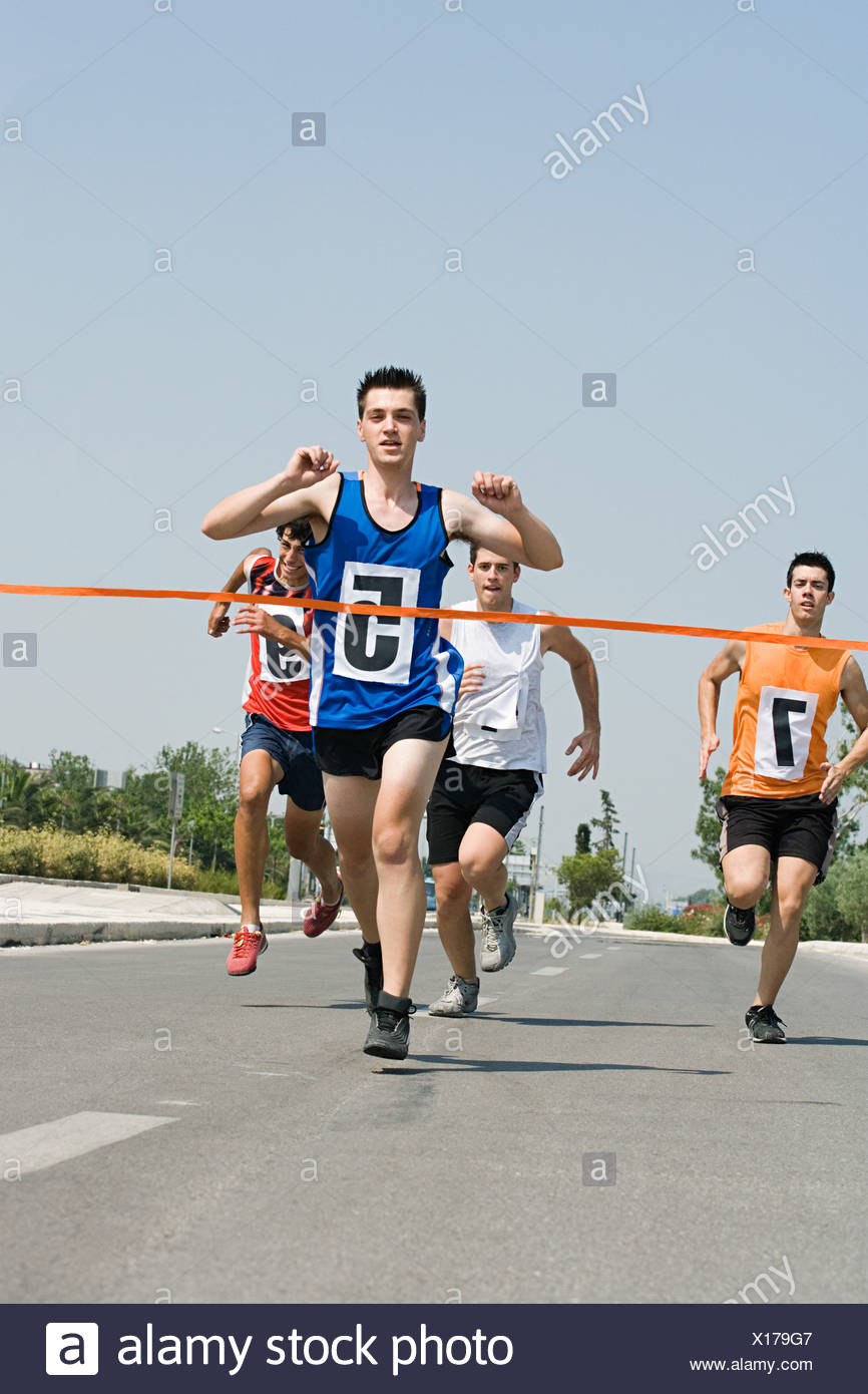 Runners reaching finish line - Stock Image