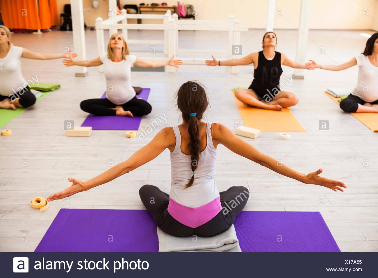 Prenatal yoga class - Stock Image