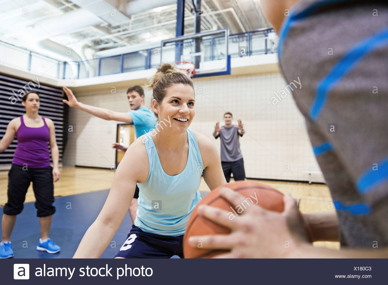 A Woman Playing Basketball Imágenes De Stock A Woman: Basketball Training Stock Photos & Basketball Training