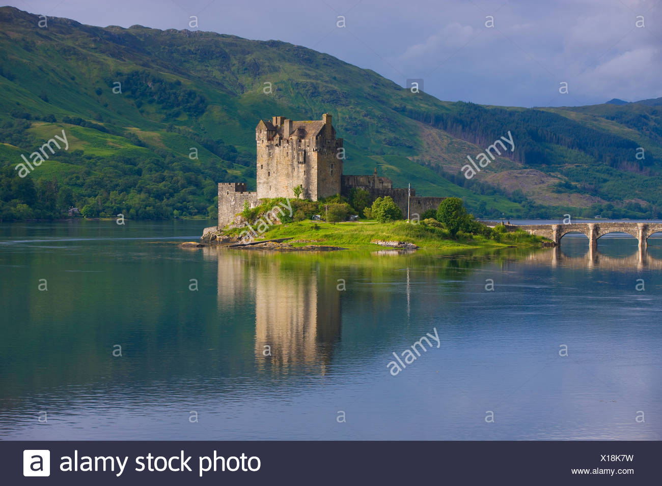 Eilean Donan Castle, Great Britain, Scotland, Europe, sea, coast, tides, flood, island, isle, castle, bridge, reflection - Stock Image