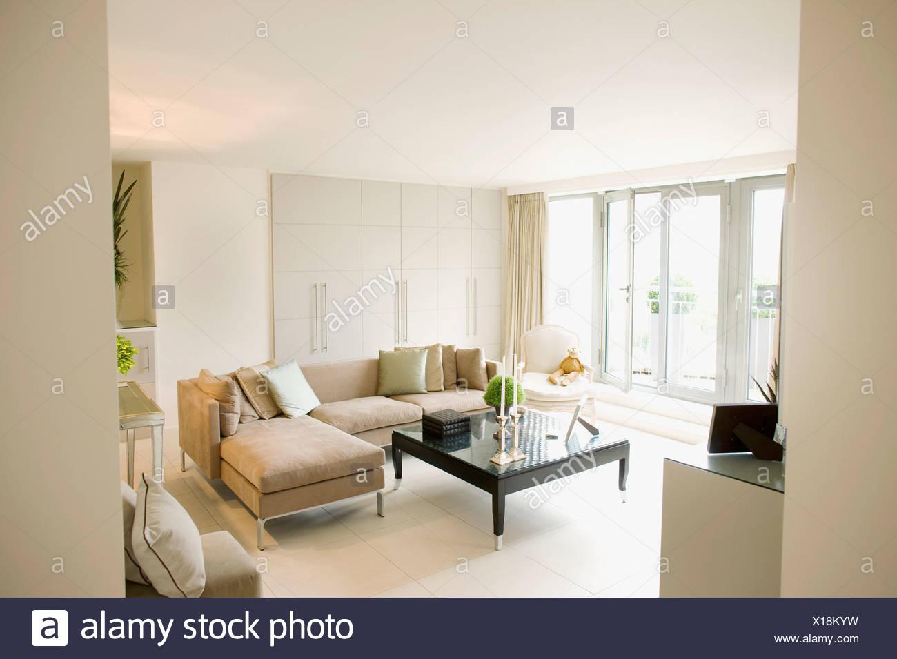 Interior of off-white modern livingroom Stock Photo ...