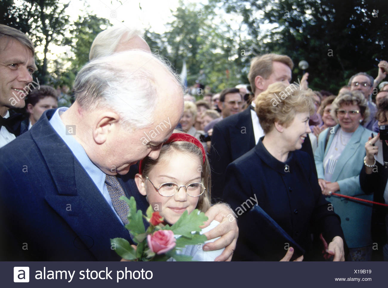 Mikhail Gorbachev, * 2.3.1931, Soviet politician (CPSU), half length, with his wife Raisa Gorbachova and a girl, opening of the Bayreuth Festival, 25.7.1993, Additional-Rights-Clearances-NA - Stock Image