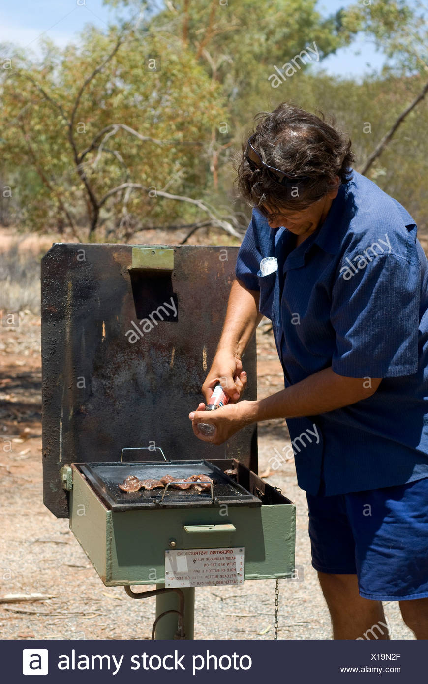 Bush walk with half aboriginal Bob Tailer, barbecue area, Simpsons Gap, West Mac Donell National Park, Alice Springs, Northern  - Stock Image