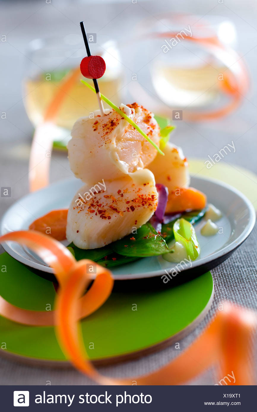 Scallops Cooked in a fumet of Bay Leafs - Stock Image