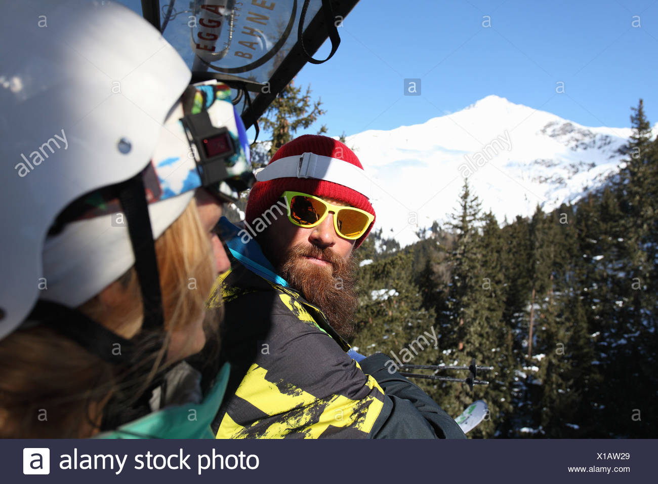Snowboard and skiing couple on mountain, Mayrhofen, Tyrol, Austria - Stock Image
