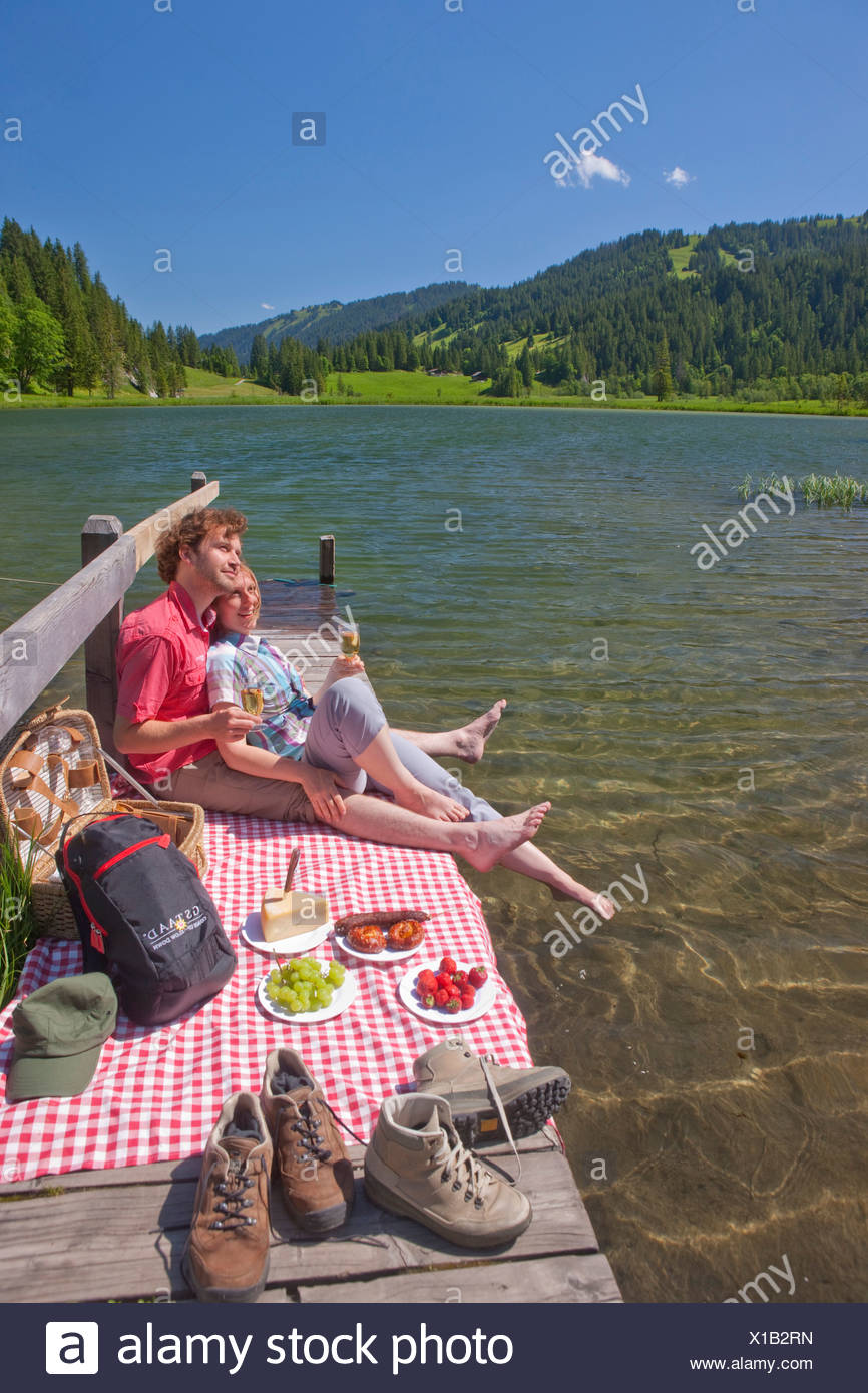 Traveller, picnic, Lauenensee, canton, Bern, couple, Couples, mountain lake, lake, lakes, footpath, walking, hiking, trekking, S - Stock Image