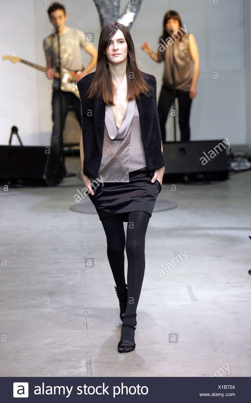 Vanessa Bruno Blouse Stock Photos Paris Ready To Wear Autumn Winter Model Wearing Grey Sheer Deep Scoop Neck