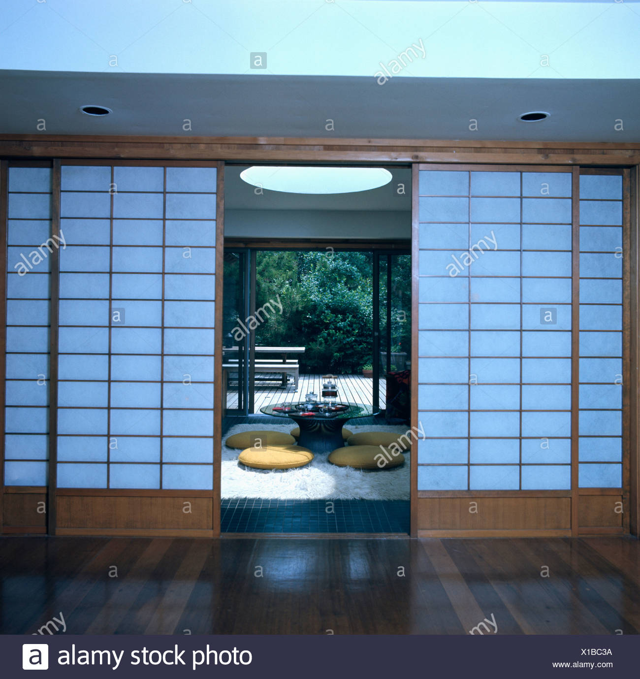Japanese Screen Doors With View Of Oriental Courtyard   Stock Image