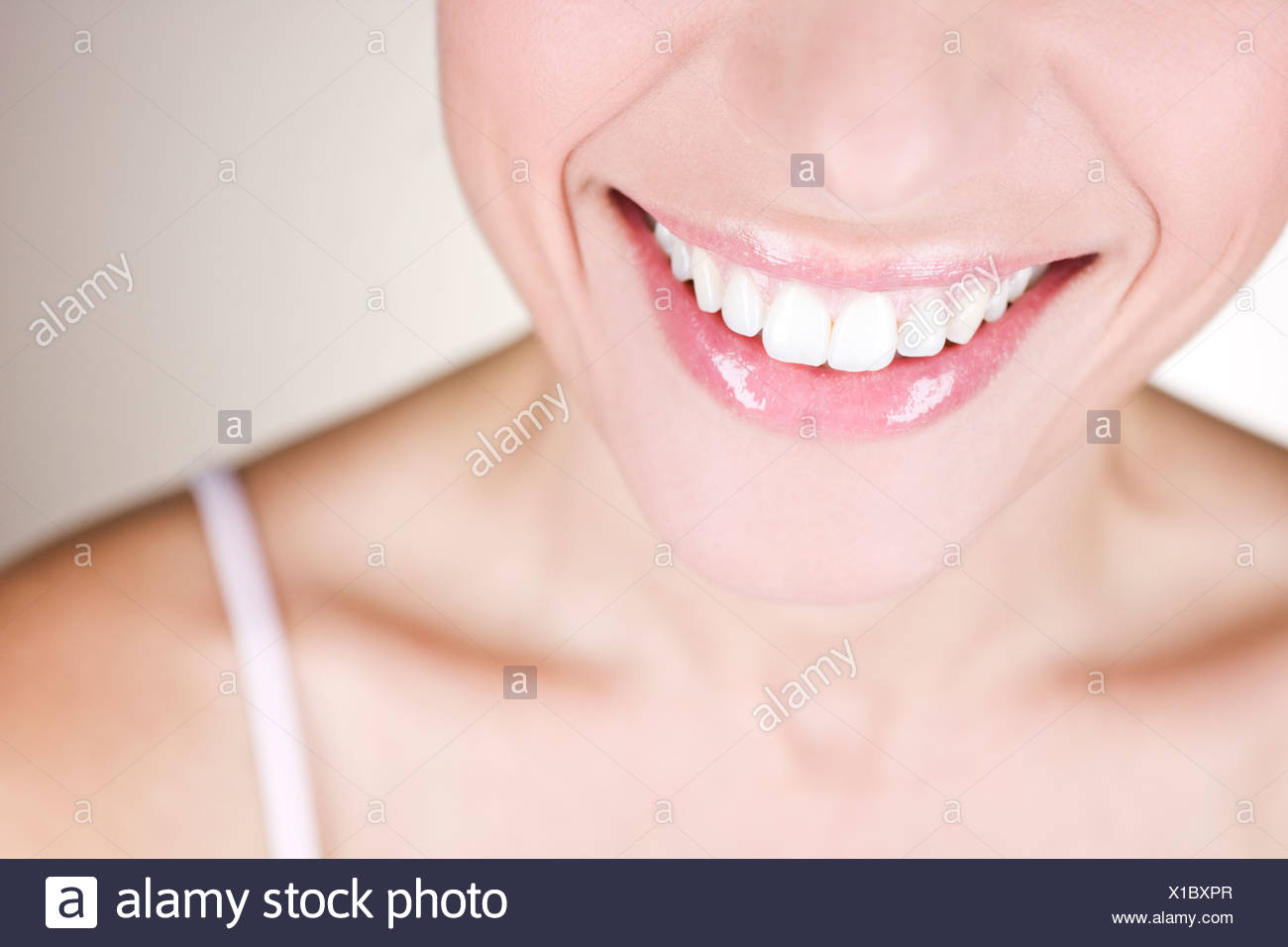 A young woman smiling, close-up - Stock Image
