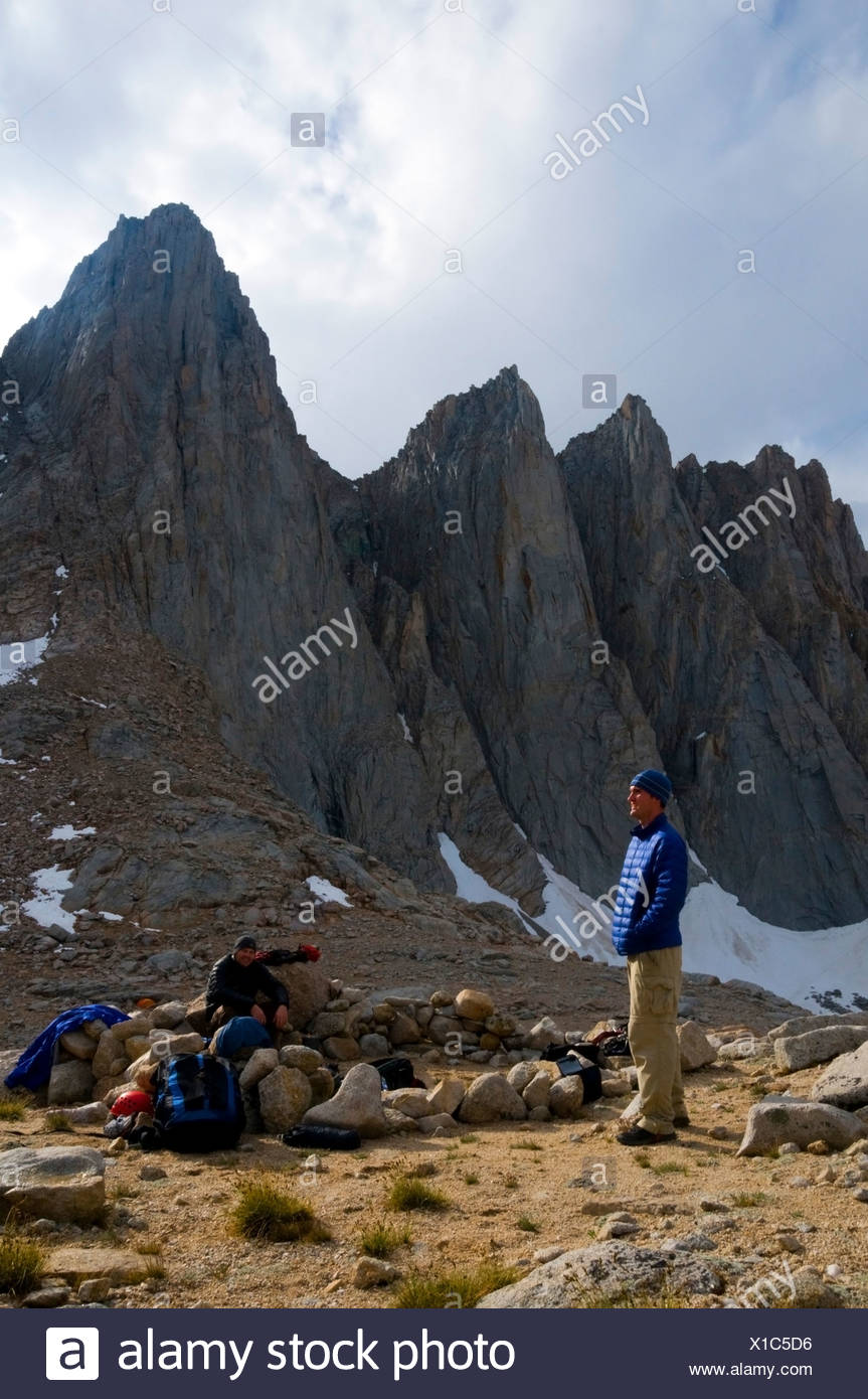 Two men hang out at camp below Mount Whitney in the Eastern Sierra, CA. - Stock Image