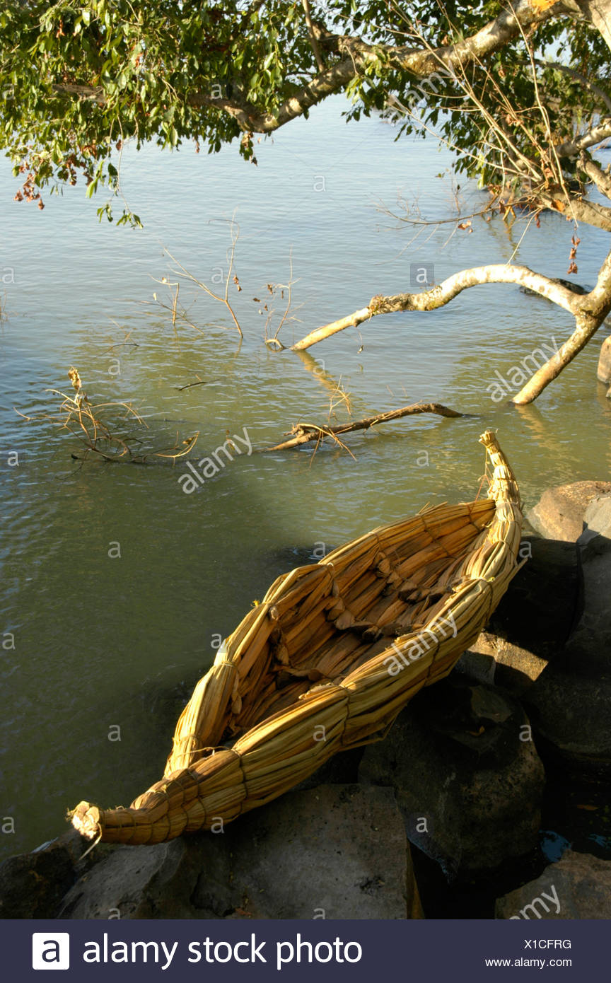 Papyrus boat (Cyperus papyrus), on the shore, Tana See near Bahir Dar, Ethiopia, Africa - Stock Image