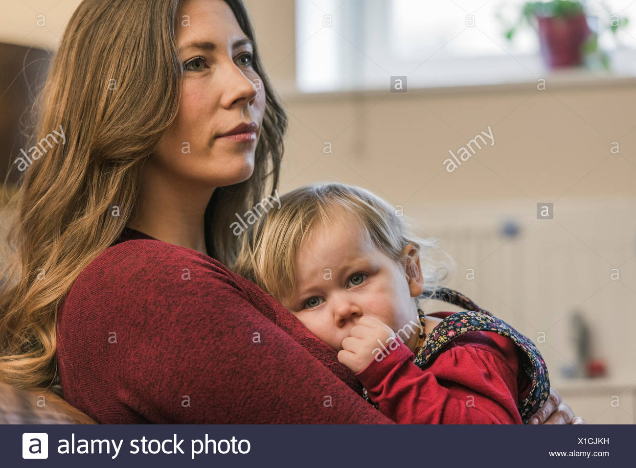 Woman and child relaxing at home - Stock Image