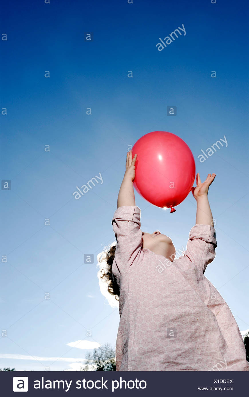 3 years old girl holding a balloon - Stock Image