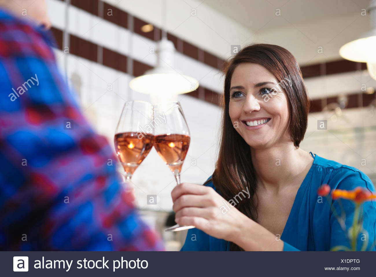 Germany, Cologne, Couple drinking wine, smiling - Stock Image